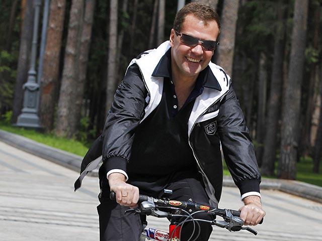 Ехали Медведев и Путин на велосипеде