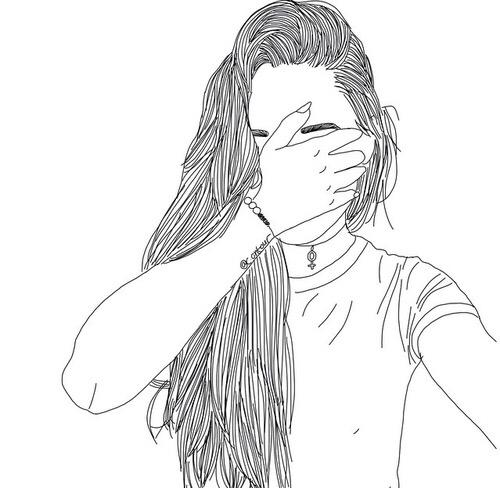 Девушка закрывает лицо в стиле тумблер