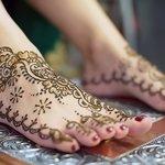 Рисунки на ноге хной (мехенди)