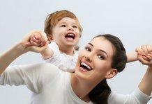 Мама с ребенком на руках