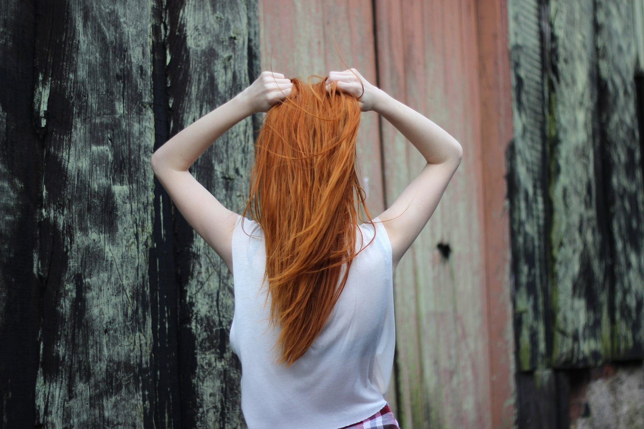 фото со спины рыжей девушки парень, голос