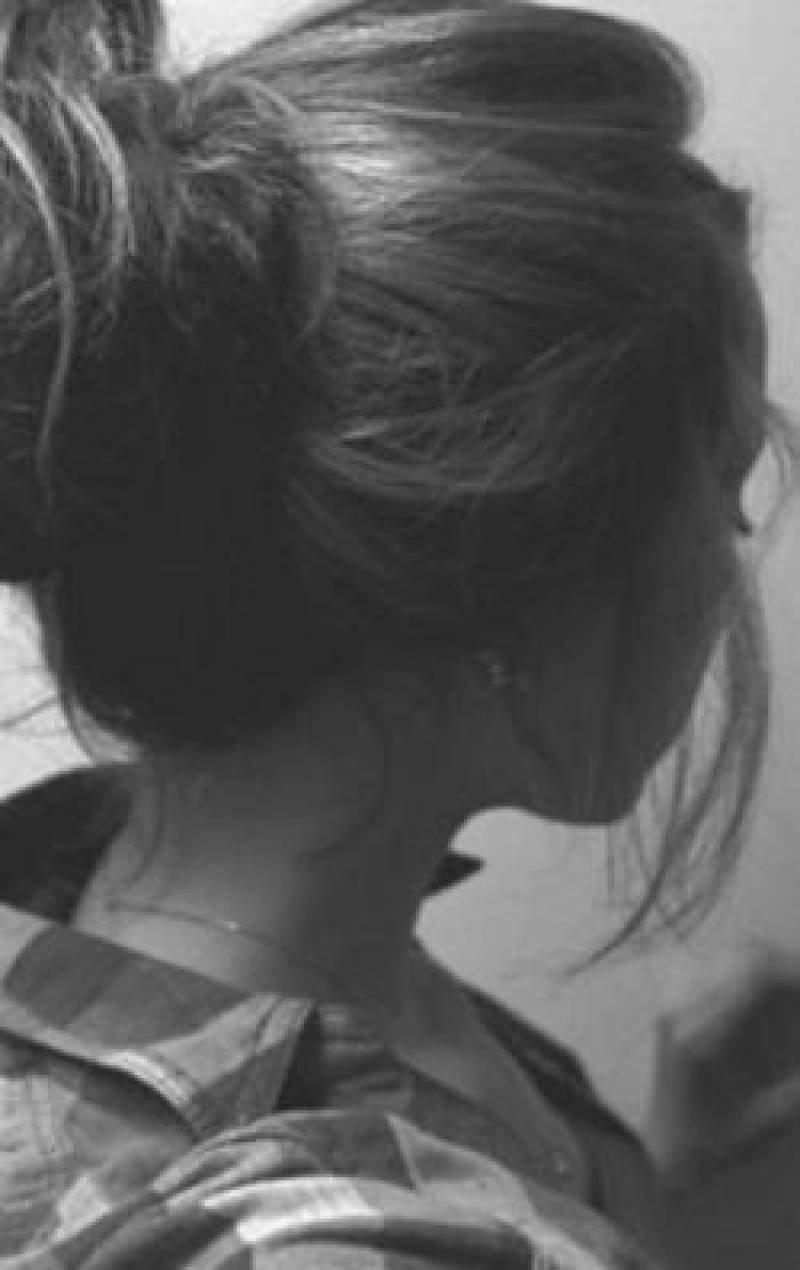 Картинки девушек брюнеток без лица на аву