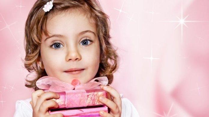 Как поздравить с днем рождения девочку