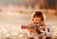 Девочка и гитара