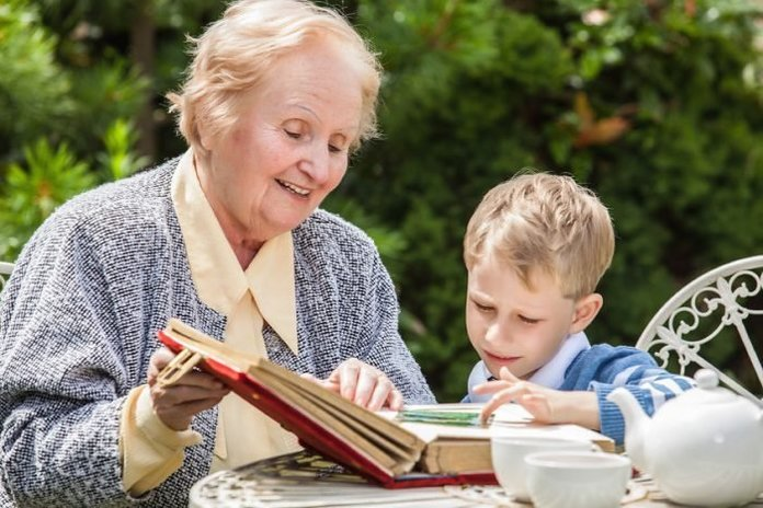 Картинки бабушки с внуками с музыкой видео, красивая