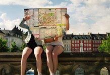 Девушки с картой