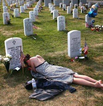 Вдова на могиле