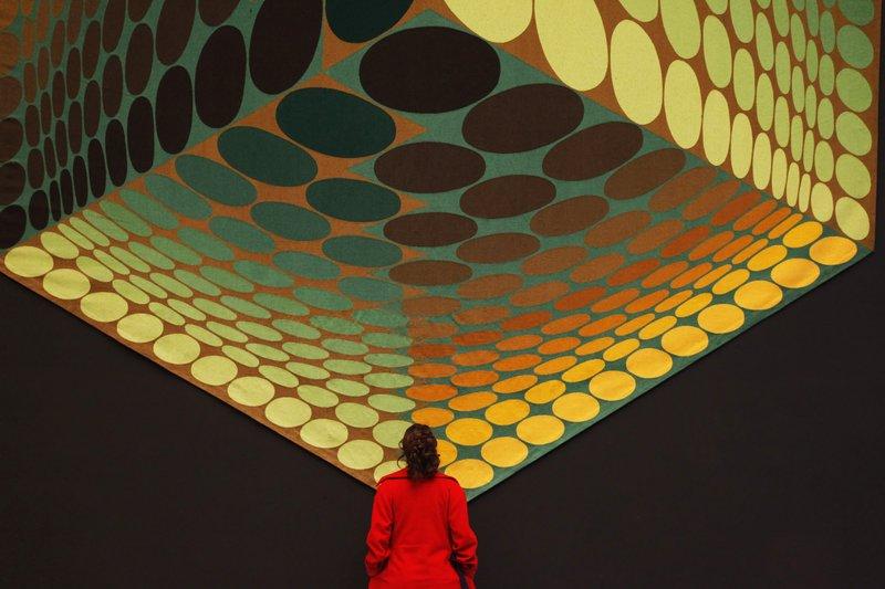 Иллюзия с кубом и кругами