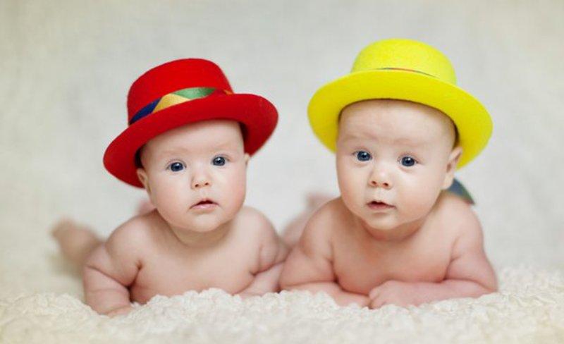 Малыши в шляпках