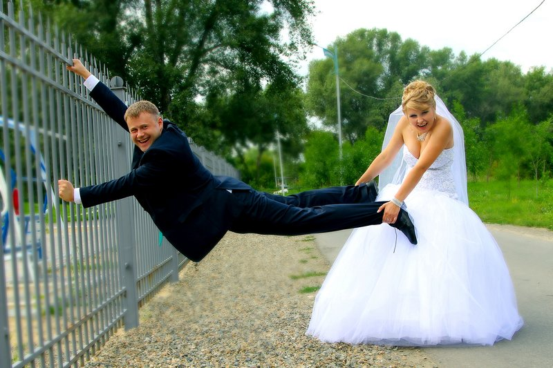 Невеста тянет жениха