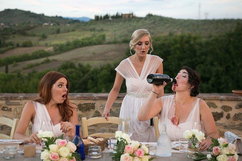 Подружки невесты пьют