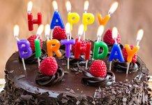 Торт и свечи на день рождение