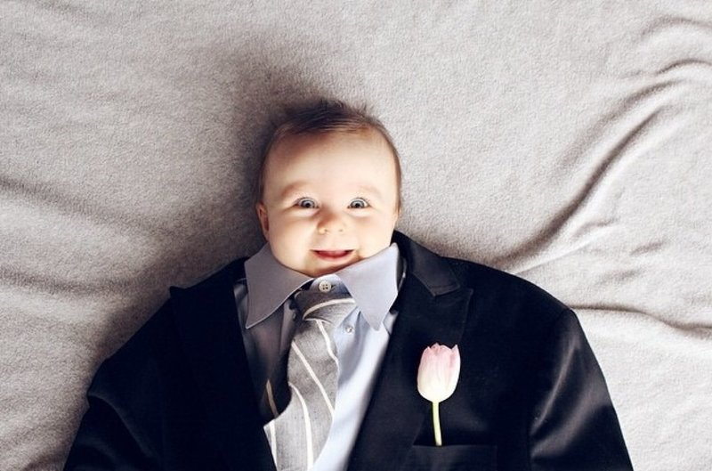 Малыш в костюме