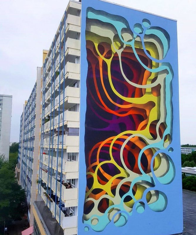 Многослойная иллюзия на здании
