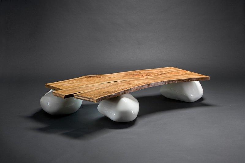 Дизайнерский стол из камня
