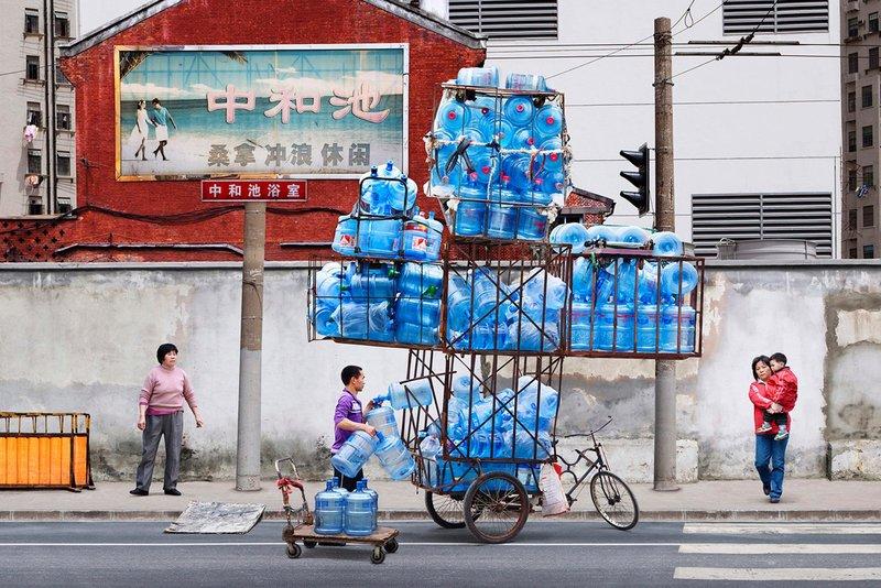 Китайцы перевозят груз