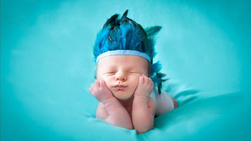 Младенец в шляпе