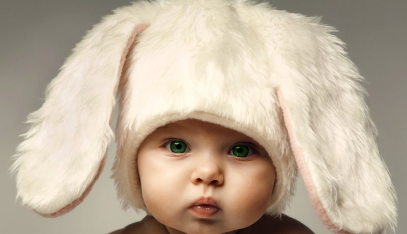 Малыш в шапочке зайца