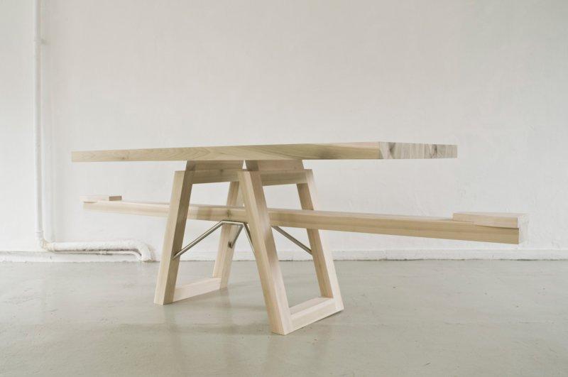 Обеденный стол с качелями
