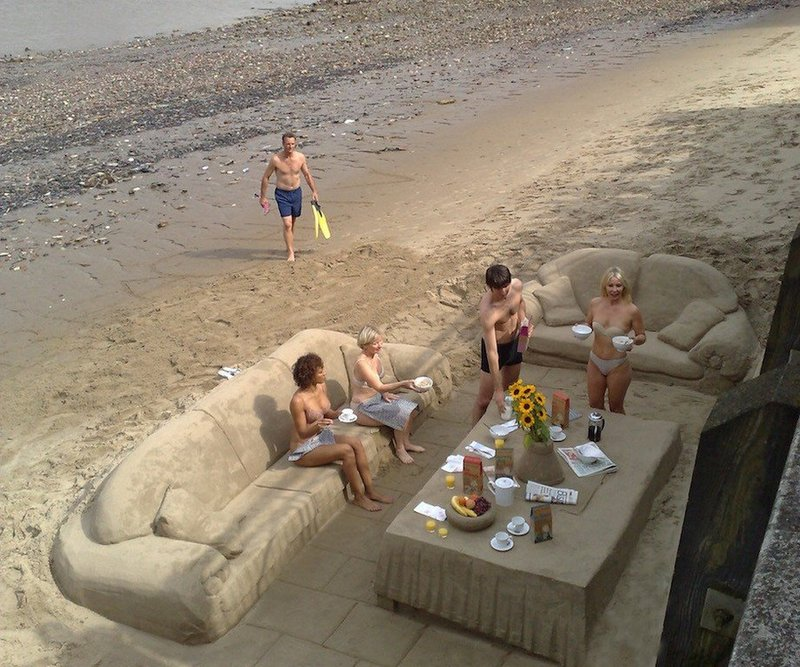 Компания на пляже