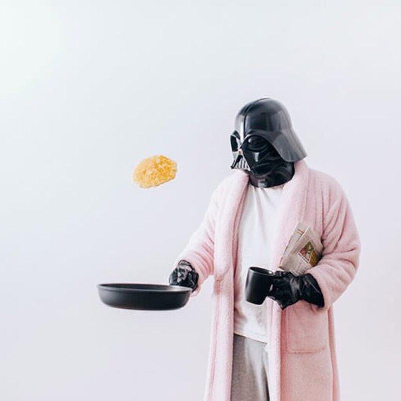 Дарт Вейдер готовит блинчики