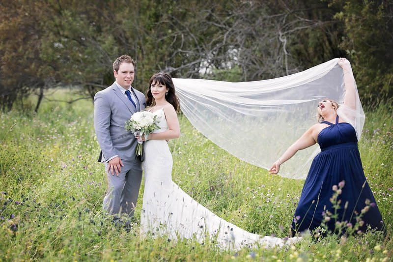 Подружка невесты в кадре