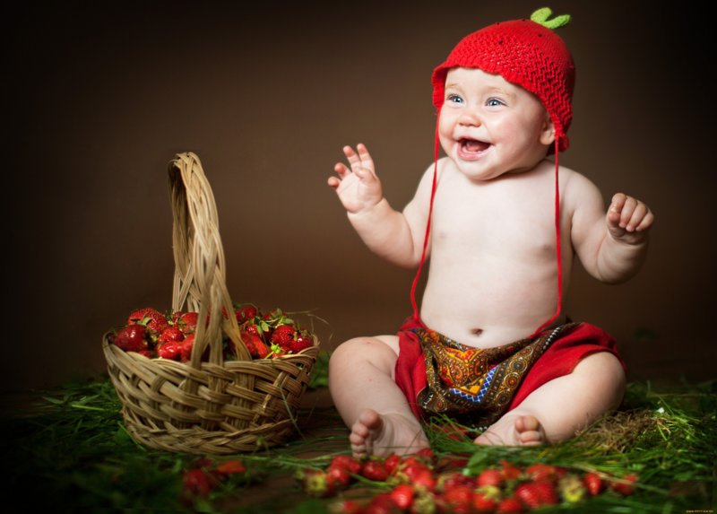 Малыш-клубничка