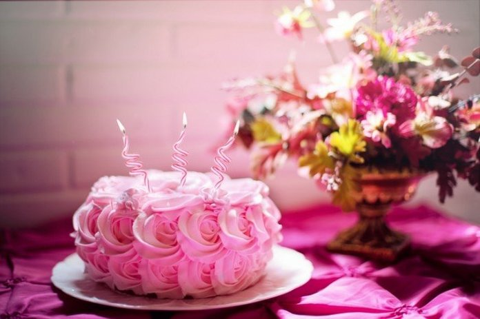Розовый торт