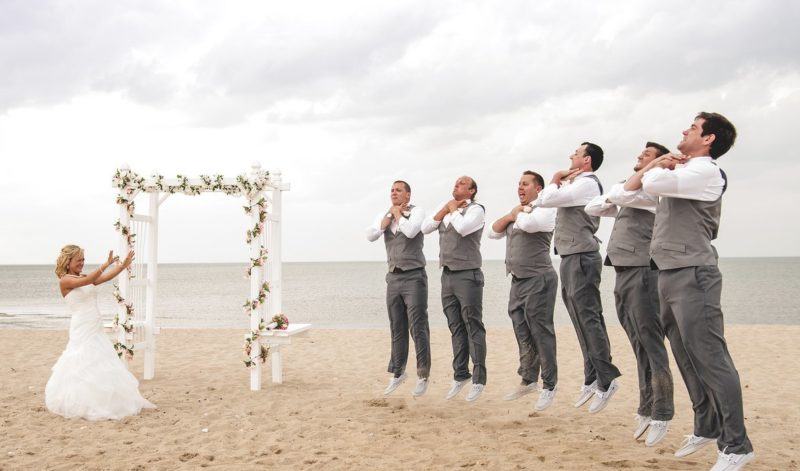 Невеста душит друзей жениха