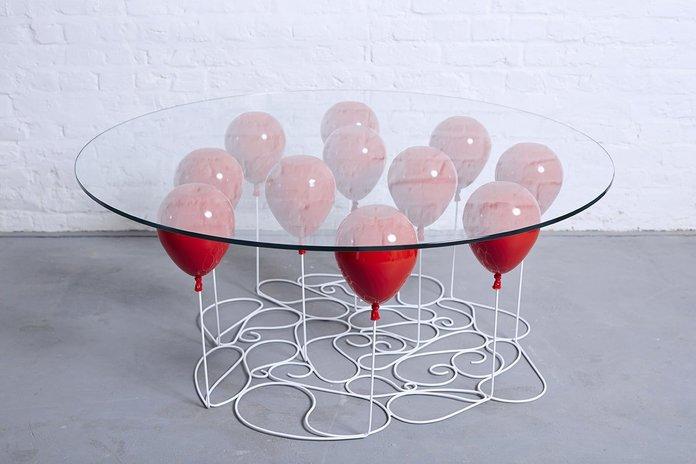 Стол в виде шаров