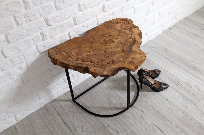 Столик из спила дерева