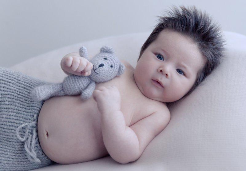 Малыш с необычной прической