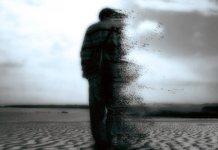 Мужчина в пустыне