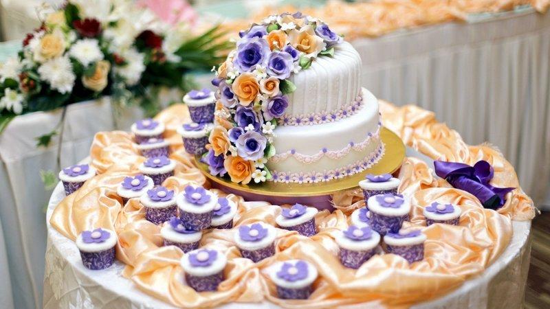 Торт и пироженки