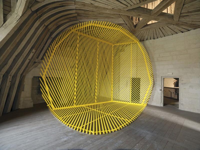 Оптическая иллюзия, выполненная нитками
