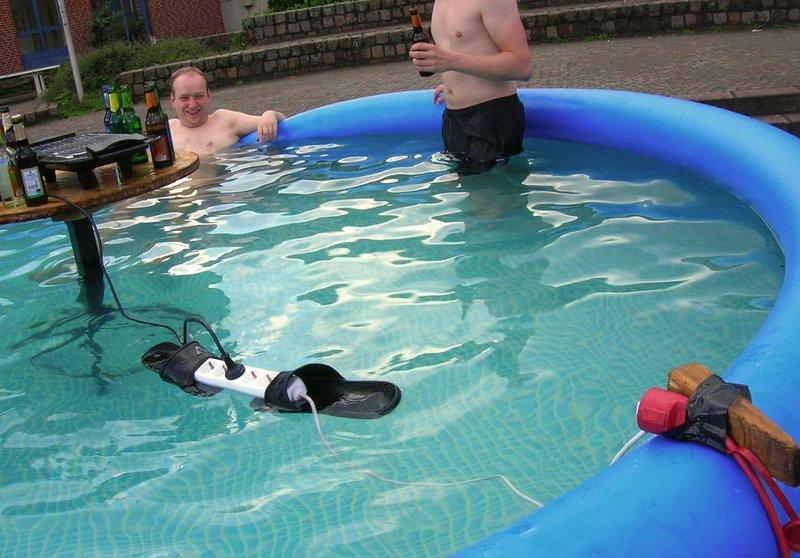 Удлинитель в тапке в бассейне