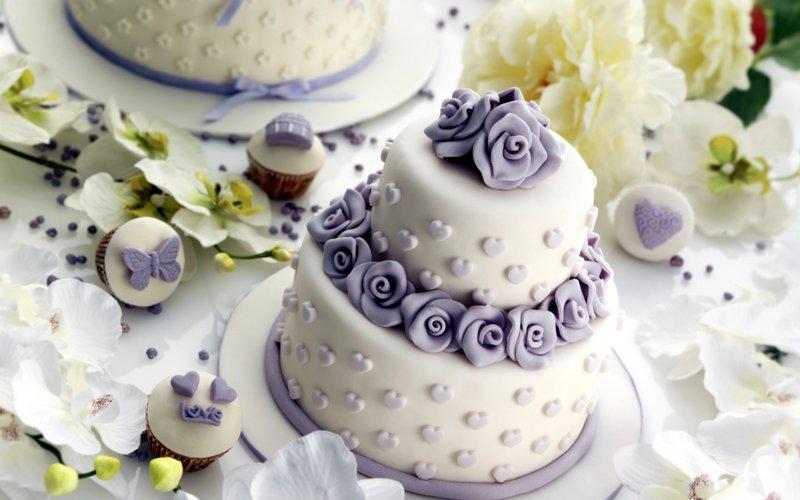 Украшенный свадебный торт