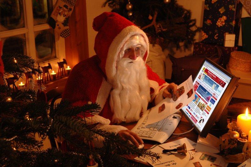 Дед Мороз с ноутбуком