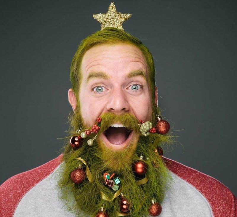 Борода с елочными игрушками
