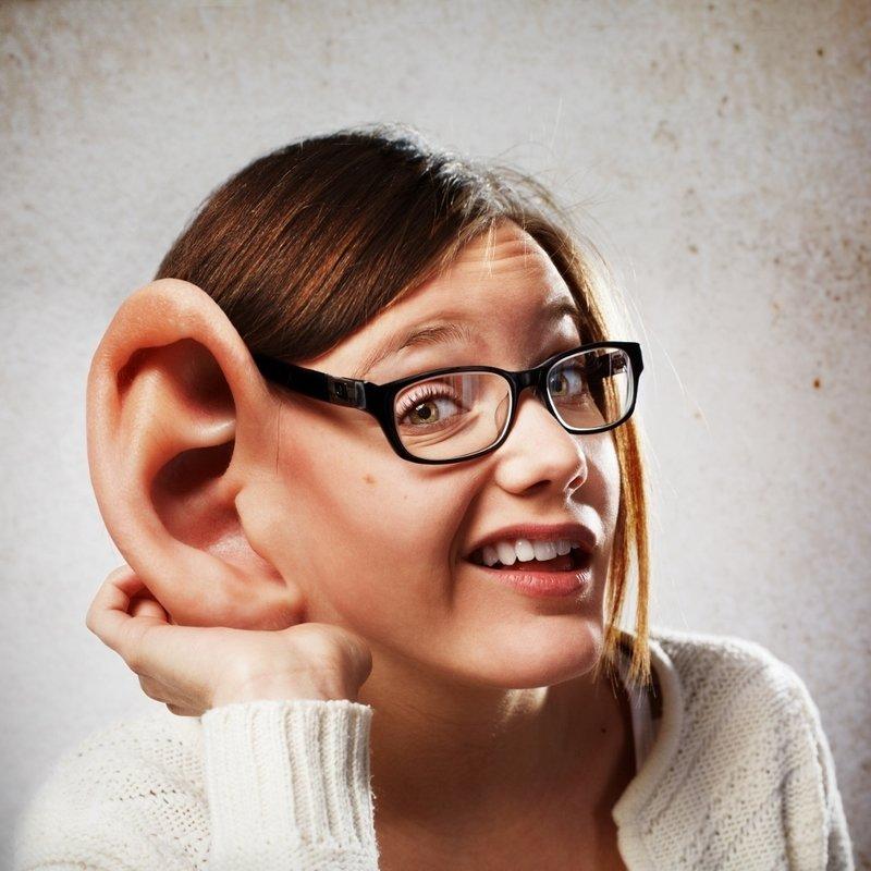 Девушка с большим ухом