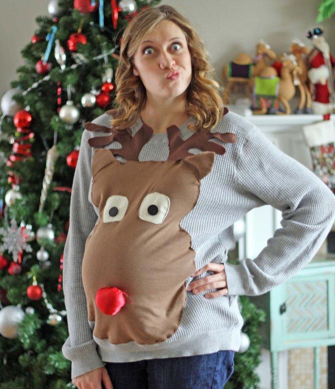 Беременная в свитере с оленем