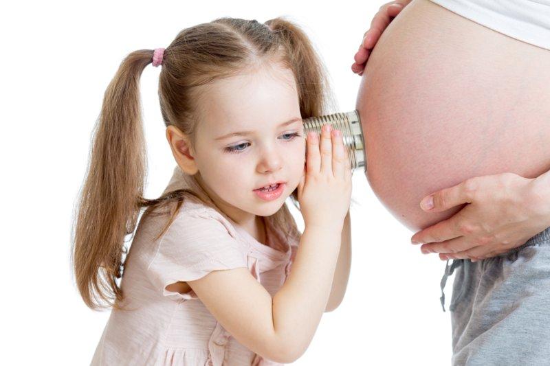 Беременная с дочкой