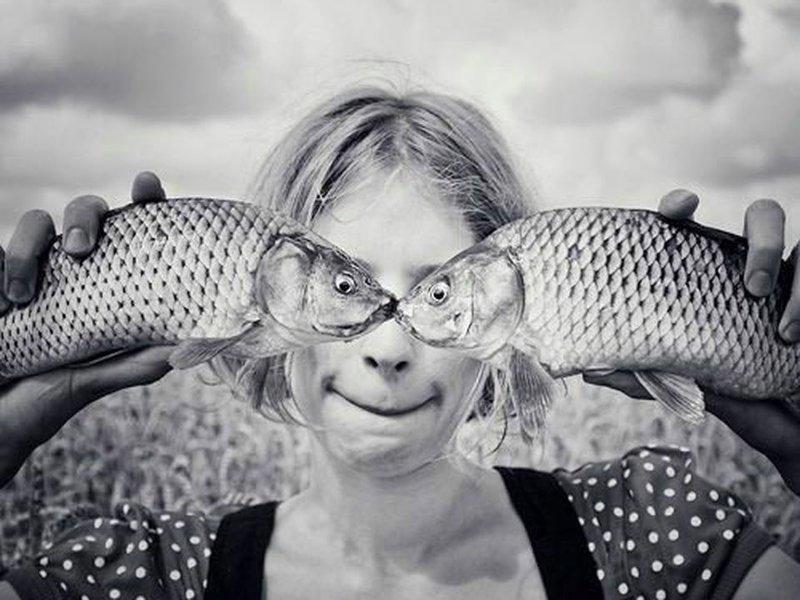 Девушка с рыбами