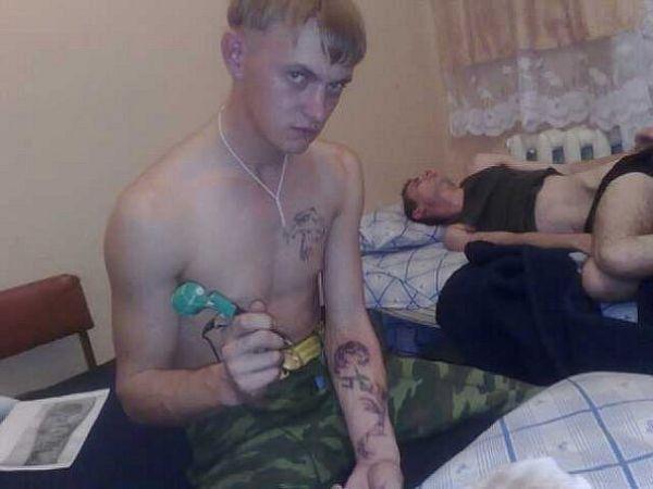 Дерут татуированных мразей 77