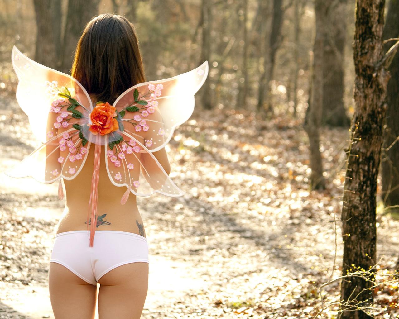 Фото девушек весной со спины на природе