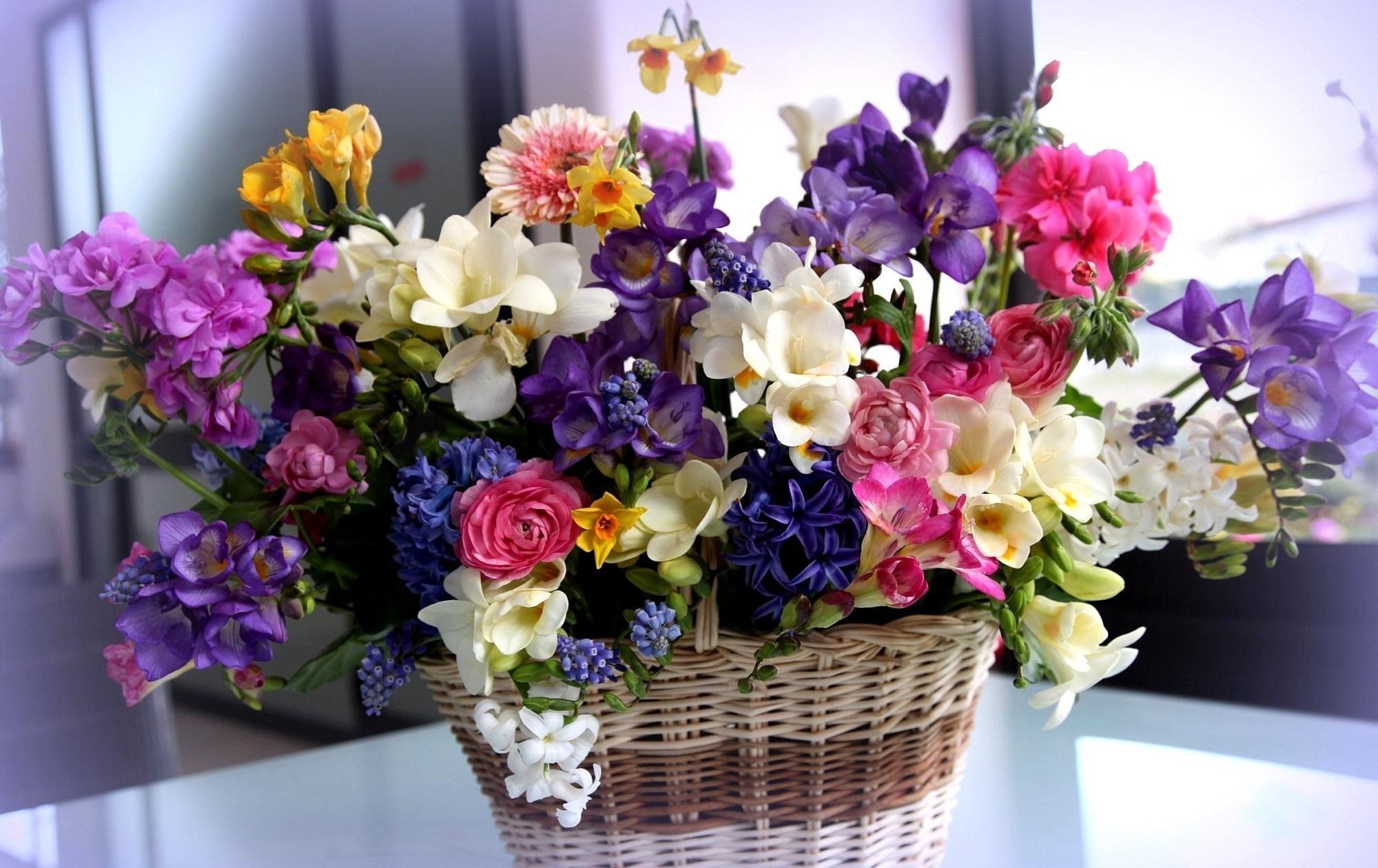 Поздравление с разными цветами 12