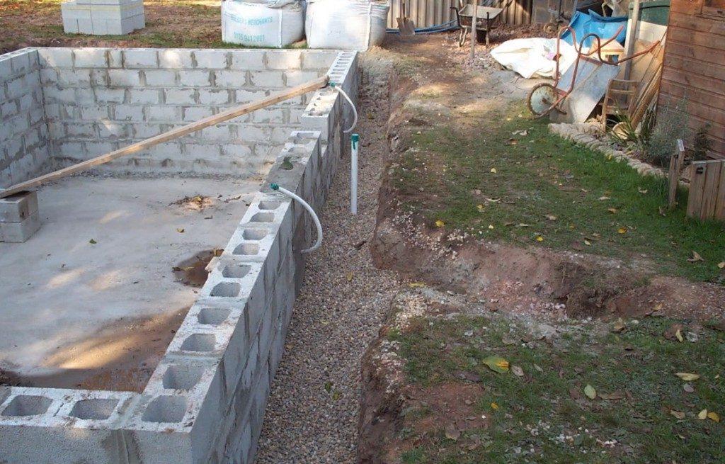 Как построить бассейн на даче своими руками видео
