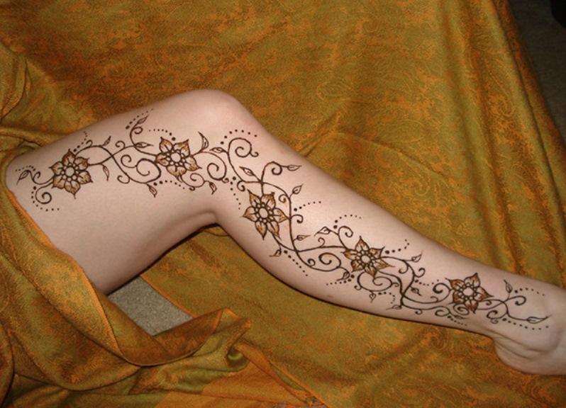 легкие рисунки хной на ноге фото