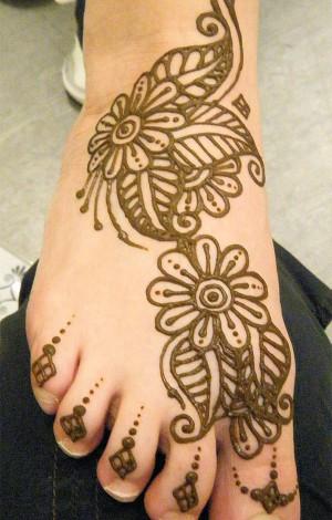 рисунки хной фото на ногах